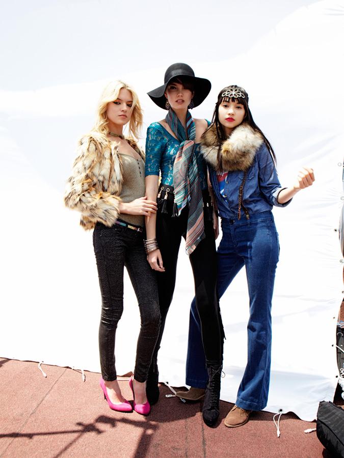 50dda2c5bd3afd Bershka Abbigliamento Uomo Donna: cappotti e giubbotti, giacche, vestiti,  magliette, camicie e top, maglieria, jeans, pantaloni, gonne e short, scarpe,  ...